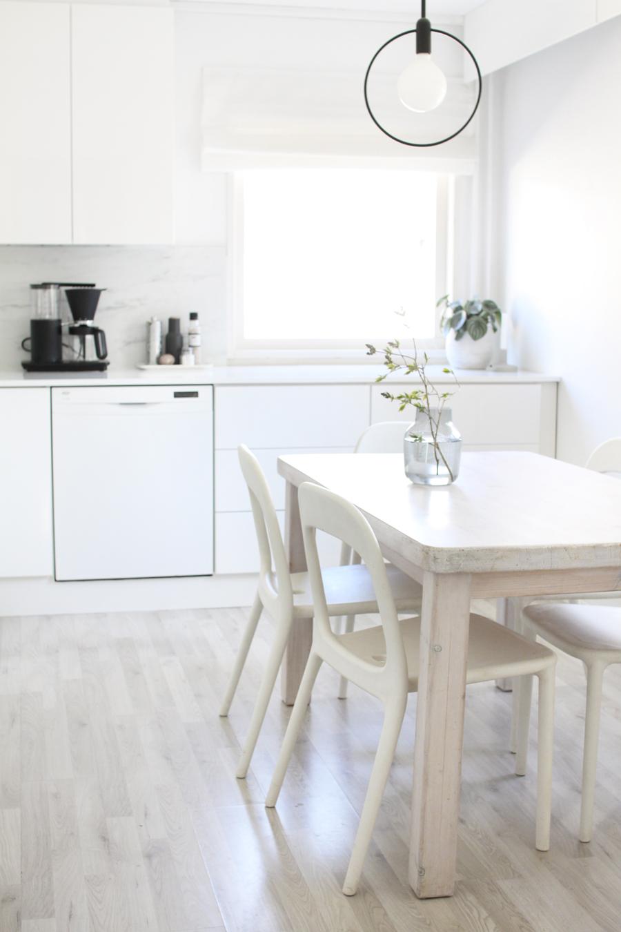 valkoinen vetimetön keittiö